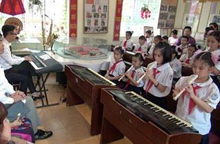 vietnam-compulsory-education-music-recorder-triad-biz2.jpg